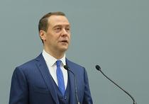 Подачка Медведева: разовую выплату пенсионерам оценили эксперты