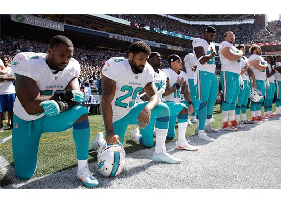 Против чего протестуют футболисты?